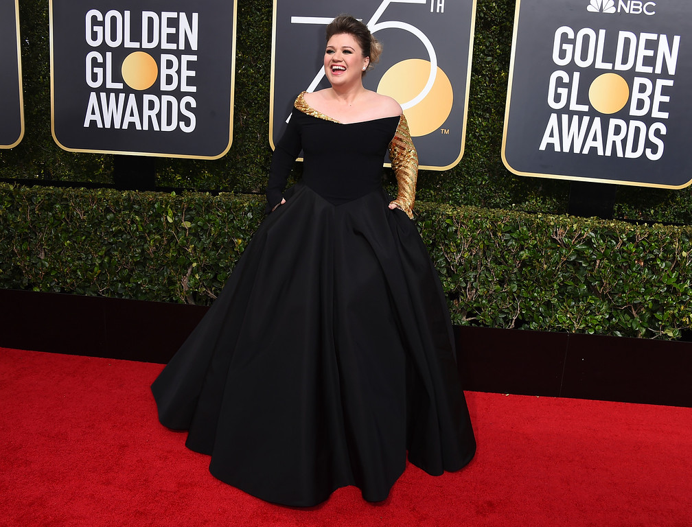 . Kelly Clarkson arrives at the 75th annual Golden Globe Awards at the Beverly Hilton Hotel on Sunday, Jan. 7, 2018, in Beverly Hills, Calif. (Photo by Jordan Strauss/Invision/AP)