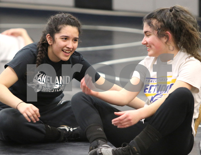 dc.0120.girls wrestling01