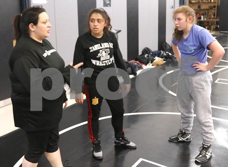 dc.0120.girls wrestling07