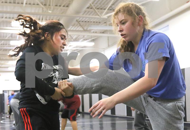 dc.0120.girls wrestling08