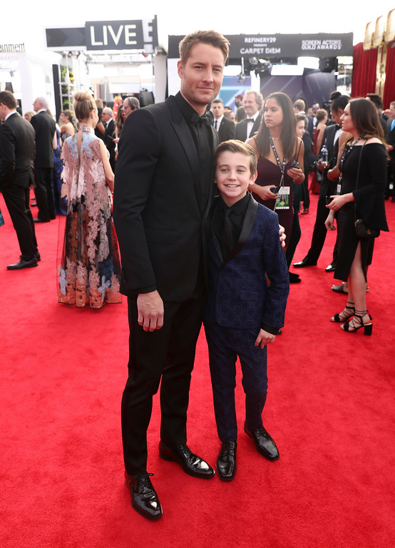 . Justin Hartley, left, and Parker Bates arrive at the 24th annual Screen Actors Guild Awards at the Shrine Auditorium & Expo Hall on Sunday, Jan. 21, 2018, in Los Angeles. (Photo by Matt Sayles/Invision/AP)