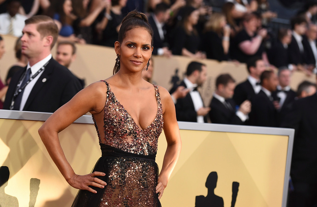 . Halle Berry arrives at the 24th annual Screen Actors Guild Awards at the Shrine Auditorium & Expo Hall on Sunday, Jan. 21, 2018, in Los Angeles. (Photo by Jordan Strauss/Invision/AP)