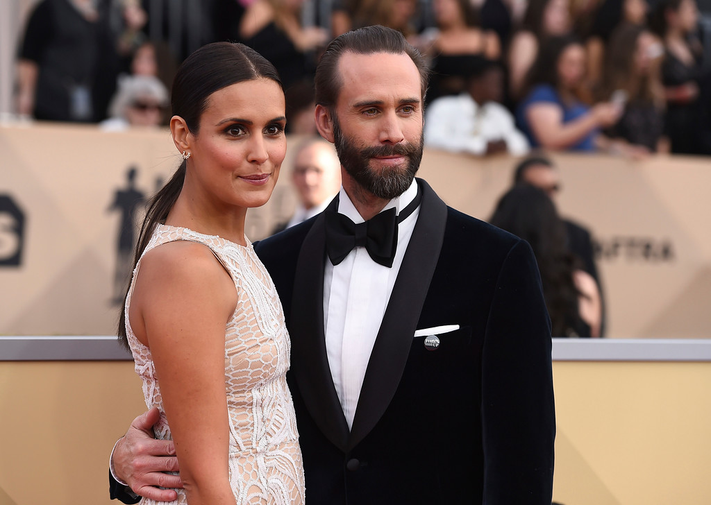 . Maria Dolores Dieguez, left, and Joseph Fiennes arrive at the 24th annual Screen Actors Guild Awards at the Shrine Auditorium & Expo Hall on Sunday, Jan. 21, 2018, in Los Angeles. (Photo by Jordan Strauss/Invision/AP)