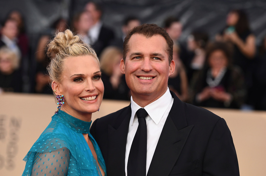 . Molly Sims, left, and Scott Stuber arrive at the 24th annual Screen Actors Guild Awards at the Shrine Auditorium & Expo Hall on Sunday, Jan. 21, 2018, in Los Angeles. (Photo by Jordan Strauss/Invision/AP)