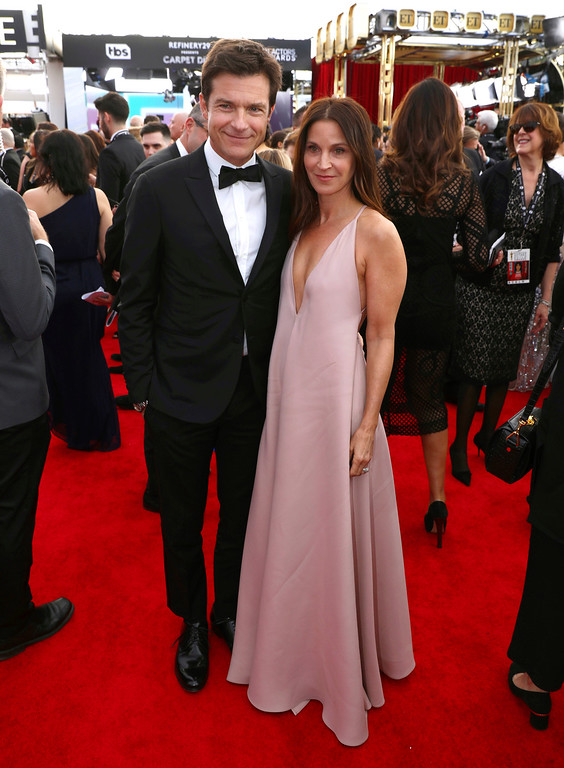 . Jason Bateman, left, and Amanda Anka arrive at the 24th annual Screen Actors Guild Awards at the Shrine Auditorium & Expo Hall on Sunday, Jan. 21, 2018, in Los Angeles. (Photo by Matt Sayles/Invision/AP)