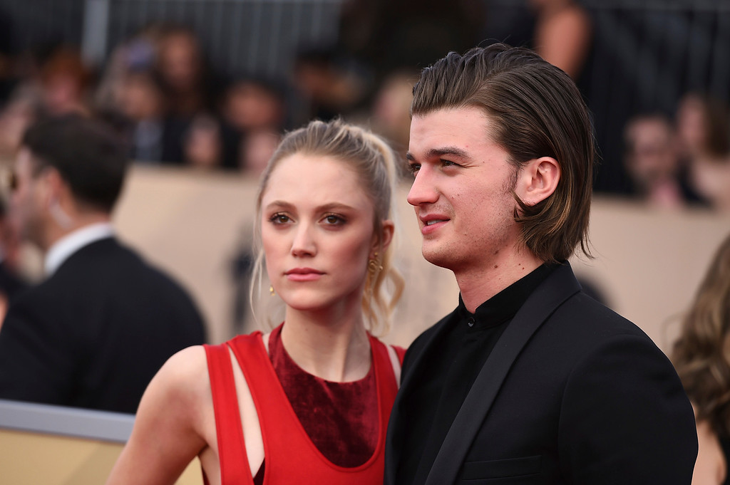. Maika Monroe, left, and Joe Keery arrive at the 24th annual Screen Actors Guild Awards at the Shrine Auditorium & Expo Hall on Sunday, Jan. 21, 2018, in Los Angeles. (Photo by Jordan Strauss/Invision/AP)