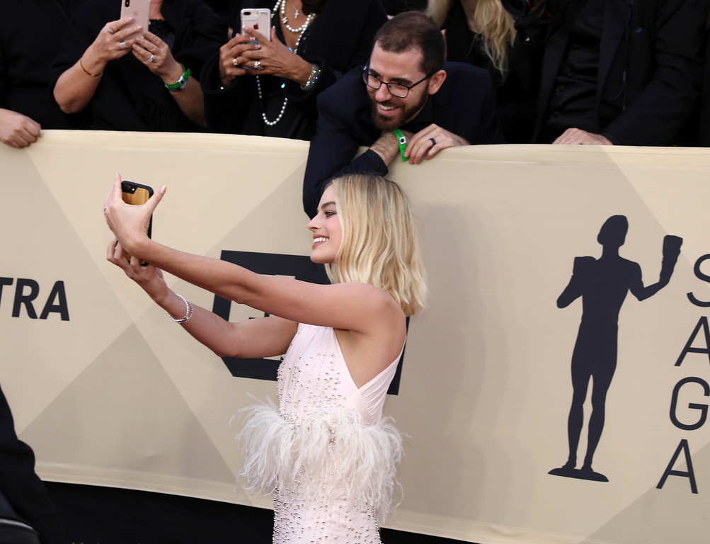 . Margot Robbie takes a photo with a fan at the 24th annual Screen Actors Guild Awards at the Shrine Auditorium & Expo Hall on Sunday, Jan. 21, 2018, in Los Angeles. (Photo by Matt Sayles/Invision/AP)