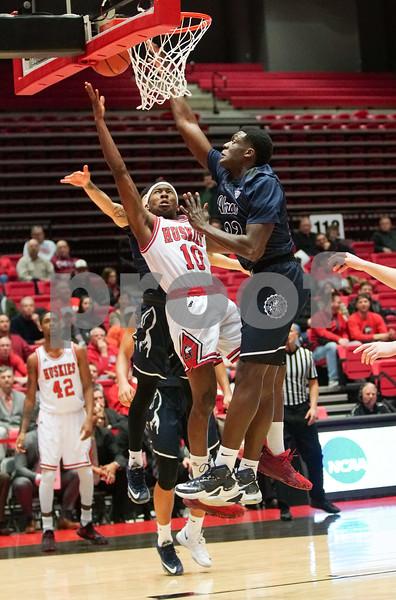 dc.sports.0201.niu hoops