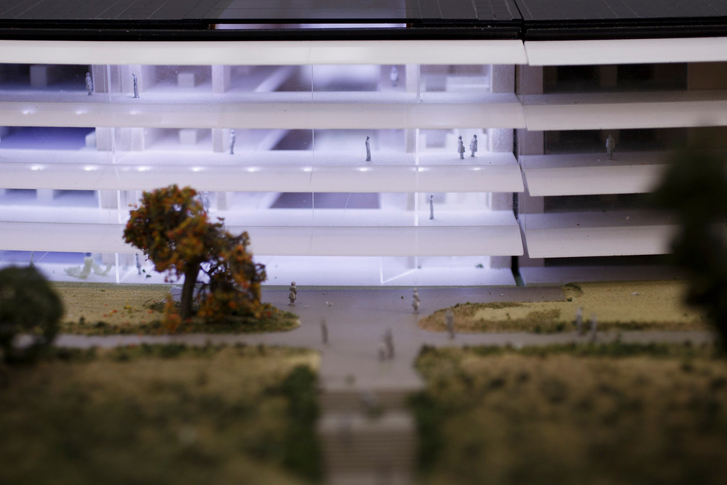 . A model of Apple\'s proposed new campus. The plan will go up for a final vote before the Cupertino City Council on Oct. 15. The model was photographed at Apple\'s office located at the proposed new campus site on Oct. 10, 2013 in Cupertino. (Dai Sugano/Bay Area News Group)