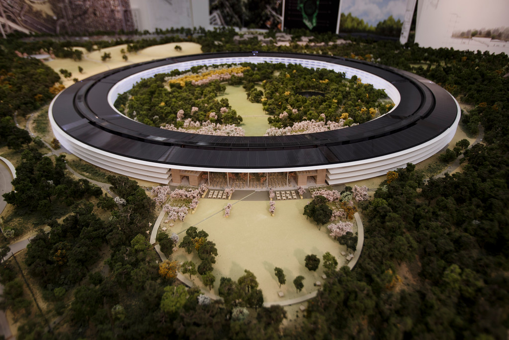 . An overview of a model of Apple\'s proposed new campus. The plan will go up for a final vote before the Cupertino City Council on Oct. 15. The model was photographed at Apple\'s office located at the proposed new campus site on Oct. 10, 2013 in Cupertino. (Dai Sugano/Bay Area News Group)