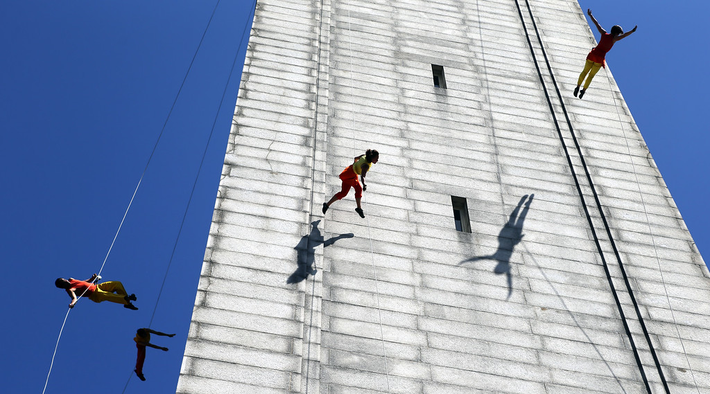 . Dancers with the BANDALOOP company perform an aerial dance on UC Berkeley�s Jane K. Sather Campanile in Berkeley, Calif., Saturday, April 18, 2015. (Anda Chu/Bay Area News Group)