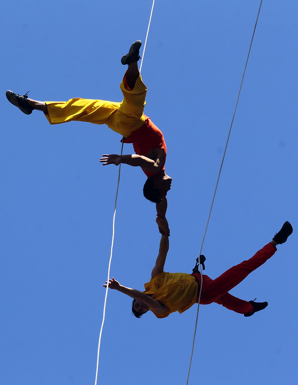 . Dancers Melecio Estrella, top, and Andrew Ward with the BANDALOOP company perform an aerial dance on UC Berkeley�s Jane K. Sather Campanile in Berkeley, Calif., Saturday, April 18, 2015. (Anda Chu/Bay Area News Group)