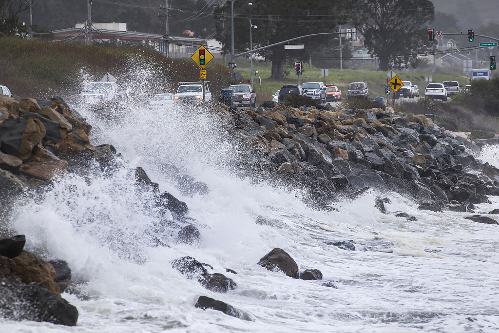 . Heavy surf pounds the San Mateo County coastline in Half Moon Bay,  Calif., on Friday, Feb. 28, 2014. (John Green/Bay Area News Group)
