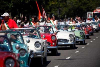 The Santa Clara Valley Thunderbird Club transports dignitaries in convertible style during the India Day parade Sunday, Aug. 14, 2016, in Fremont, Calif. (Karl Mondon/Bay Area News Group)