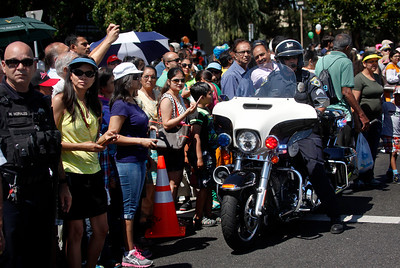 Fremont police estimate 5000 people came to watch the India Day parade Sunday, Aug. 14, 2016, along Paseo Padre Parkway in Fremont, Calif. (Karl Mondon/Bay Area News Group)
