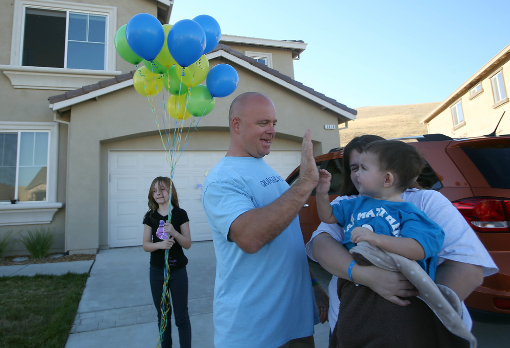 . Jimmy Wisecarver, left, of Brentwood, brother of Kristi Ouimet, of Antioch, right, greets her and her son Matthew, 2, at the Ouimet\'s home in Antioch, Calif., on Wednesday, Aug. 14, 2013. Matthew was discharged from the UCSF Benioff Children\'s Hospital in San Francisco Wednesday after spending 73 days there recovering from a liver/kidney transplant on June 4. (Jane Tyska/Bay Area News Group)