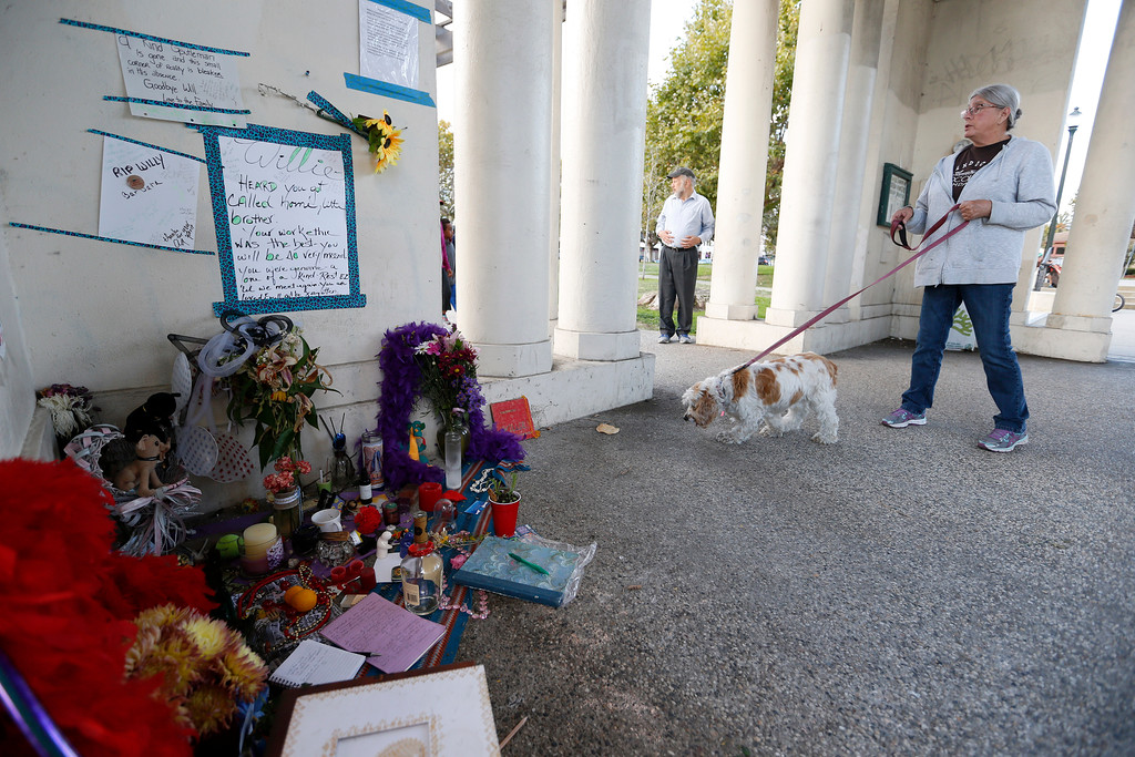 ". Marge Blustein, and her dog Archie, of Oakland, pays respects at a memorial for ""Willie\"" at Lake Merritt in Oakland, Calif., on Monday, Aug. 29, 2016. (Jane Tyska/Bay Area News Group)"