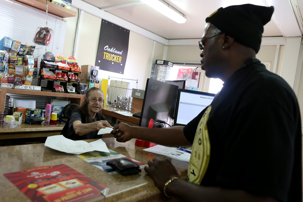 . Sharon Read, left, assists customer Fredrick Shumatè at the Oakland Port Scale and Mini Mart at the Port of Oakland in Oakland, Calif., on Thursday, Sept. 1, 2016. (Anda Chu/Bay Area News Group)