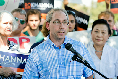 Larry Sacks speaks at a news conference organized by congressional candidate Ro Khanna outside Rep. Mike Honda's district office in San Jose, Calif., on Wed., Aug. 27, 2014.  (LiPo Ching/Bay Area News Group)