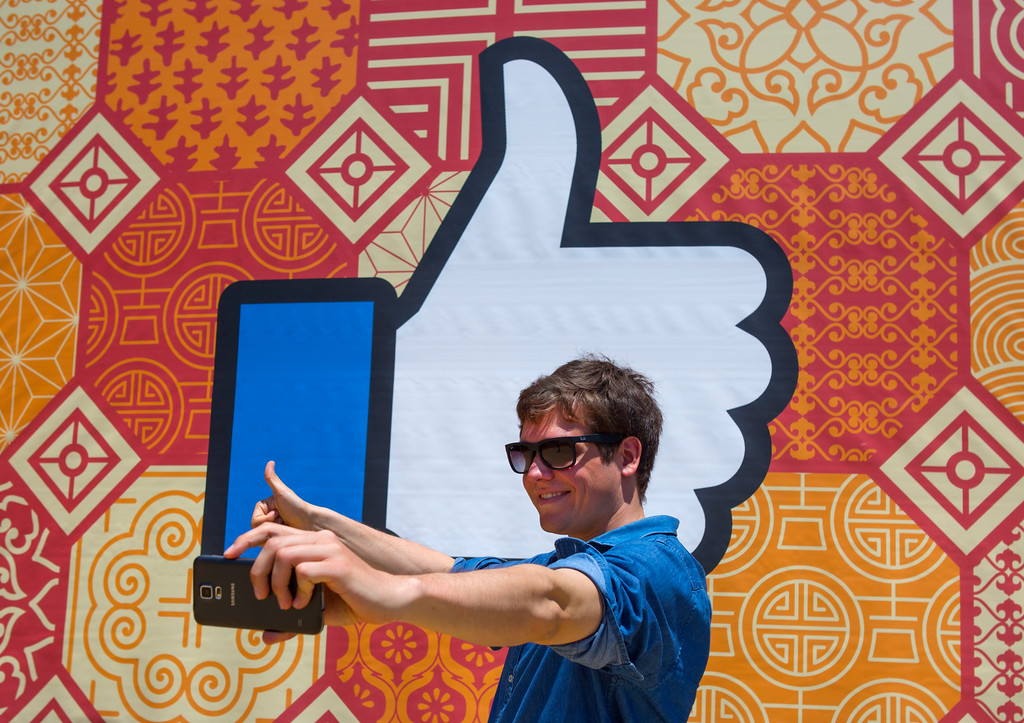 . Julian Jacobitz, of Brussels, Belgium, takes a selfie in front of the sign outside Facebook headquarters at 1 Hacker Way, in Menlo Park, Calif., Friday, May 27, 2016. Tech tourism has become prevalent in the past few years at Silicon Valley icons.  (Patrick Tehan/Bay Area News Group)