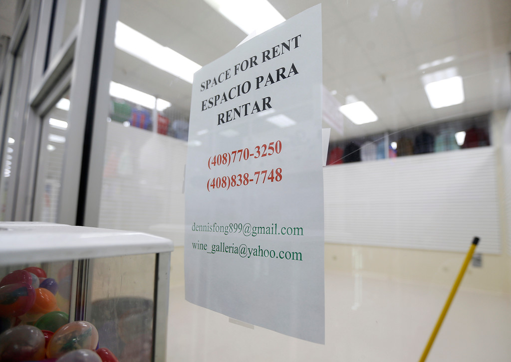 ". A ""for rent\"" sign at La Placita Tropicana Shopping Center in San Jose, Calif., on Thursday, August 25, 2016. (Nhat V. Meyer/Bay Area News Group)"