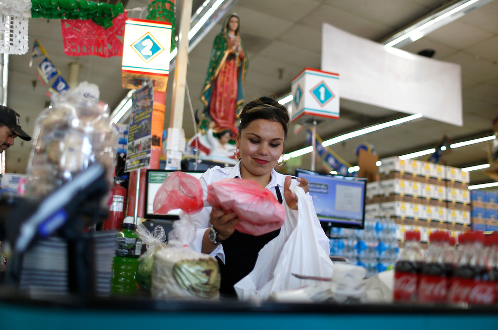 . Cashier Susan Lopez, bags some groceries at Tropicana Foods in San Jose, Calif., on Thursday, August 25, 2016. (Nhat V. Meyer/Bay Area News Group)