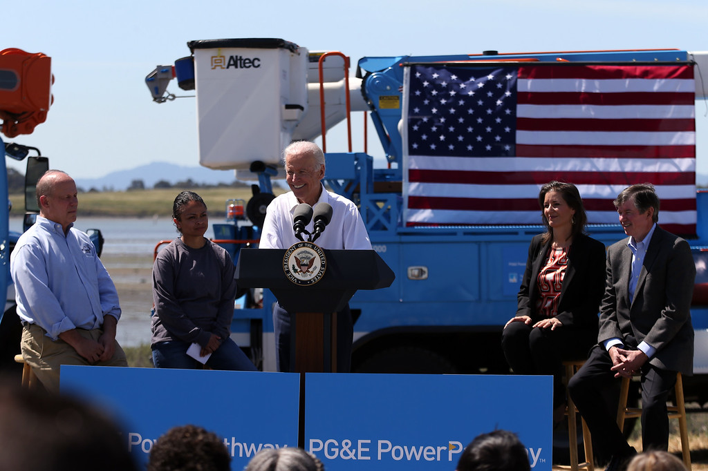. Vice President Joe Biden discusses the importance of workforce development and investing in job-training programs as, from left, IBEW Local 1245 Business Manager Tom Dalzell, PowerPathway program student Elizabeth Torres, of San Francisco, Oakland Mayor Libby Schaaf and PG&E Chairman Tony Earley listen during a visit to a Pacific Gas and Electric Company service center in Oakland, Calif., April 10, 2015. PG&E�s PowerPathway program is helping workers obtain skills for entry-level positions in the utility industry. Since the program�s debut in 2008, 600 individuals have graduated from the program, including 300 veterans, and 80 percent have been hired into PG&E or the utility industry. (Anda Chu/Bay Area News Group)
