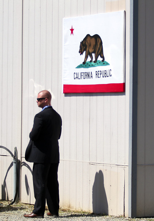 . A Secret Service agent stands watch during a visit from Vice President Joe Biden to the Pacific Gas and Electric Company service center in Oakland, Calif., April 10, 2015. PG&E�s PowerPathway program is helping workers obtain skills for entry-level positions in the utility industry. Since the program�s debut in 2008, 600 individuals have graduated from the program, including 300 veterans, and 80 percent have been hired into PG&E or the utility industry. (Anda Chu/Bay Area News Group)
