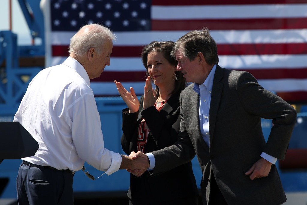 . Vice President Joe Biden shakes hands with PG&E Chairman Tony Earley as  Oakland Mayor Libby Schaaf applauds during a visit to a Pacific Gas and Electric Company service center in Oakland, Calif., April 10, 2015. PG&E�s PowerPathway program is helping workers obtain skills for entry-level positions in the utility industry. Since the program�s debut in 2008, 600 individuals have graduated from the program, including 300 veterans, and 80 percent have been hired into PG&E or the utility industry. (Anda Chu/Bay Area News Group)