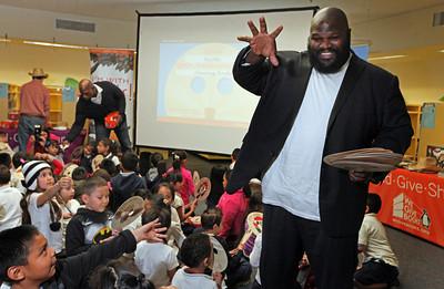 W.W.E. wrestlers read to kids at Ascend School
