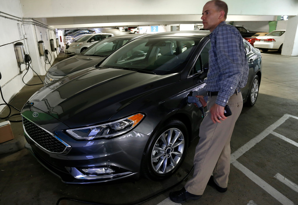 . Troy Wolverton, Mercury News technology columnist, removes a charging cord on a 2017 Ford Fusion Energi plug-in hybrid Platinum model in San Jose, Calif., on Wednesday, July 13, 2016. (Nhat V. Meyer/Bay Area News Group)