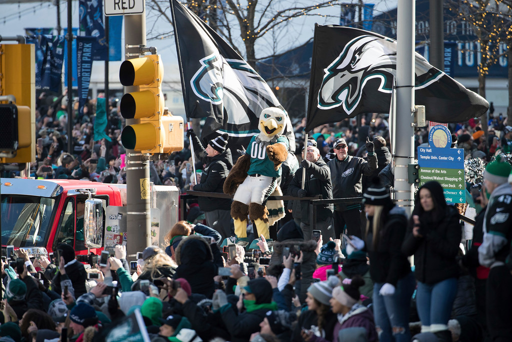 . Philadelphia Eagles NFL football team mascot Swoop reacts to the crowd during a Super Bowl victory parade, Thursday, Feb. 8, 2018, in Philadelphia. The Eagles beat the New England Patriots 41-33 in Super Bowl 52. (AP Photo/Christopher Szagola)