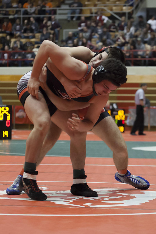 . Jen Forbus - The Morning Journal  Elyria\'s Jake Evans vies with Cincinnati La Salle\'s Trey Sizemore in the 170 pound division of the dual team state tournament.