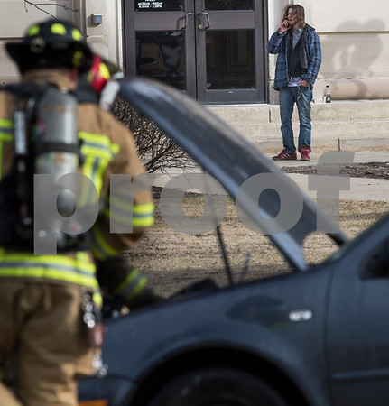 dnews_0216_Car_Fire_03