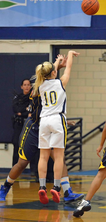 . Paul DiCicco - The News-Herald Wickliffe\'s Ana Stjepanovic shooting a jump shot from the foul line.