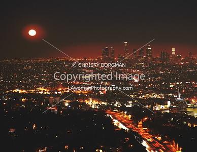 Moon rise of the light of LA