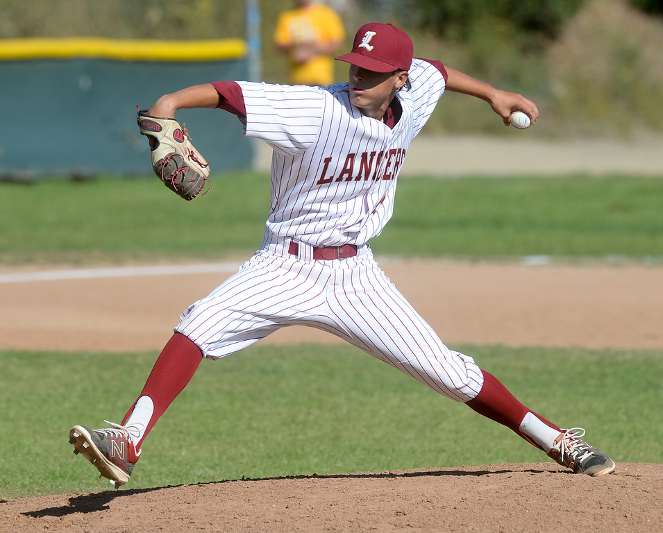 . La Serna pitcher Andrew Arguello (19) makes a pitch as they play California in their Del Rio League game at La Serna High School in Whittier on Wednesday April 5, 2017. (Photo by Keith Durflinger/Whittier Daily News/SCNG)