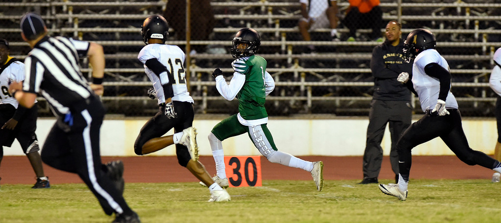 . Inglewood�s Damourie Roland sprints up the sideline for a big gain in Inglewood, CA on Thursday, September 14, 2017. Bishop Montgomery vs Inglewood preseason football. (Photo by Scott Varley, Daily Breeze/SCNG)