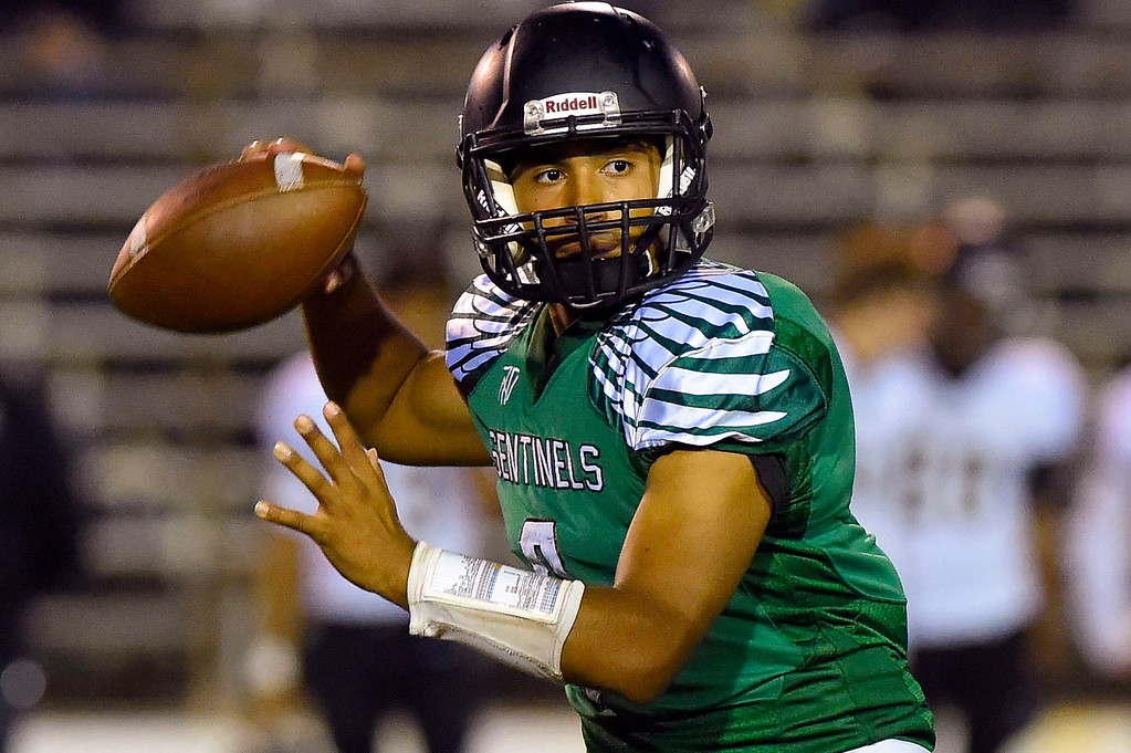 . Inglewood QB Carlos Fernandez looks for a receiver in Inglewood, CA on Thursday, September 14, 2017. Bishop Montgomery vs Inglewood preseason football. (Photo by Scott Varley, Daily Breeze/SCNG)