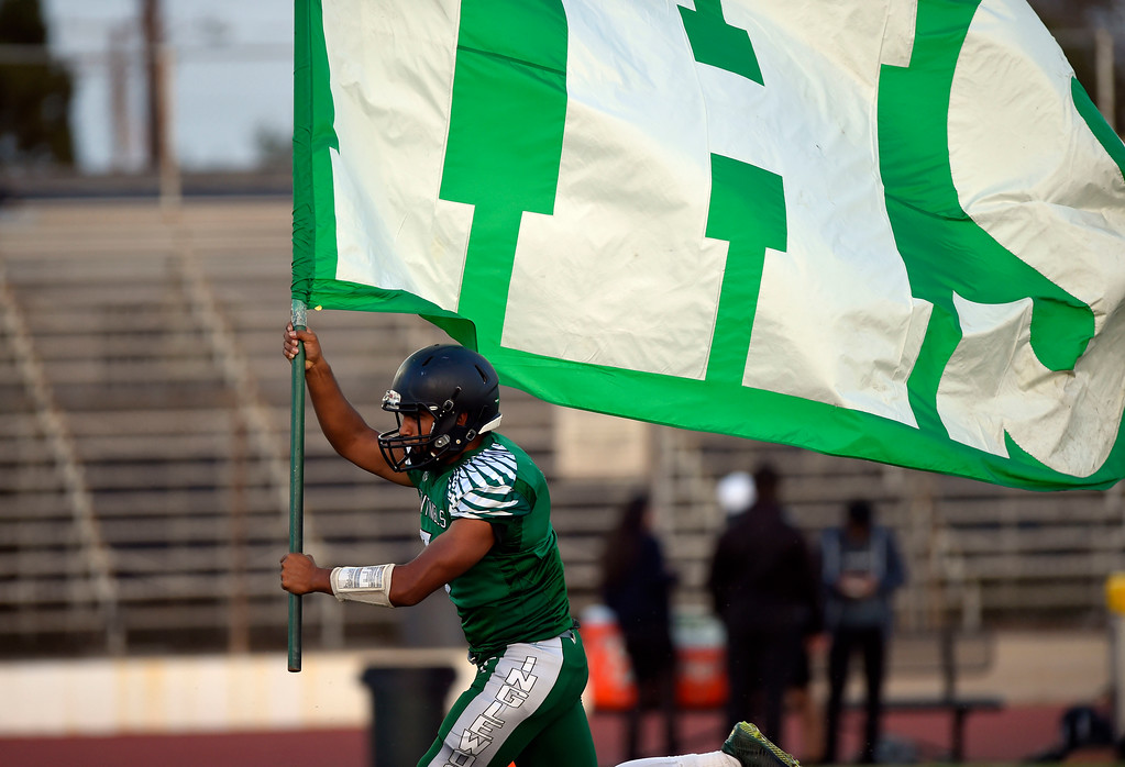 . Inglewood QB Carlos Fernandez carries the team flag onto the field in Inglewood, CA on Thursday, September 14, 2017. Bishop Montgomery vs Inglewood preseason football. (Photo by Scott Varley, Daily Breeze/SCNG)