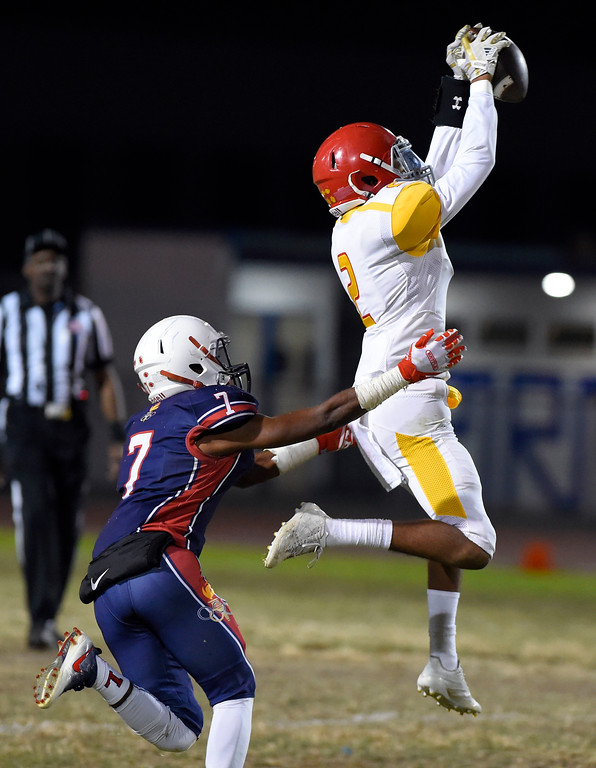 . Hawthorne\'s Devante Wartell hauls in a pass as Leuzinger\'s Semaj Daniels defends in Lawndale, CA on Friday, September 22, 2017. (Photo by Scott Varley, Daily Breeze/SCNG)