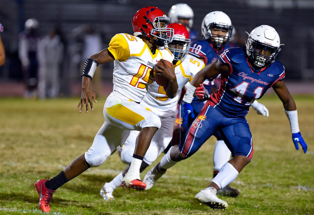 . Joseph Taylor lll runs the ball for Hawthorne in Lawndale, CA on Friday, September 22, 2017. (Photo by Scott Varley, Daily Breeze/SCNG)