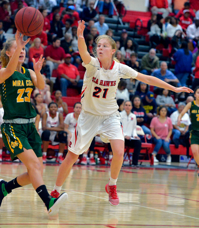 . Costa�s Jen Brooks passes the ball away from Redondo�s Anna Johnson in Redondo Beach, CA on Thursday, February 9, 2017. Mira Costa girls basketball team came from behind to beat Redondo 44-41. (Photo by Scott Varley, Daily Breeze/SCNG)