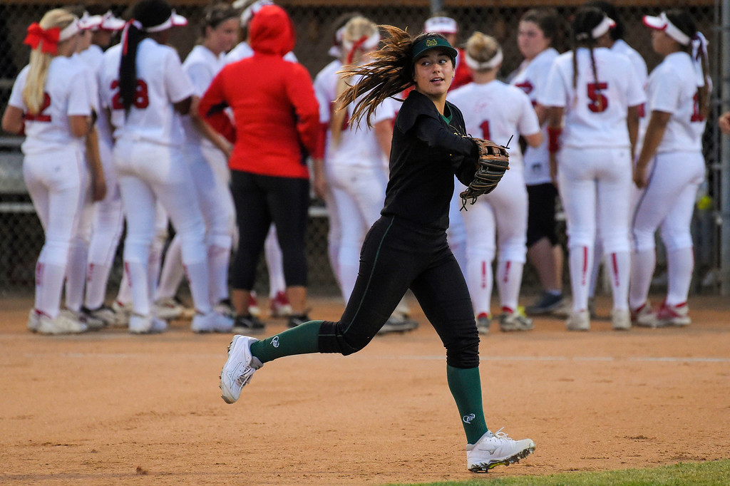 . Mira Costa�s Piper Neri sprints to her postion in right field in Redondo Beach, CA on Wednesday, April 26, 2017. Neri\'s right arm is mostly paralyzed after a nerve ruptured at birth, but she has been playing since she was 10 and has adapted. (Photo by Scott Varley, Daily Breeze/SCNG)