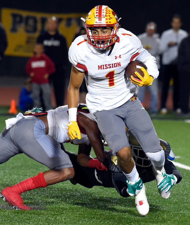 . Mission RB Elijah Collier gets stopped from behind for a loss in Long Beach on Friday, September 15, 2017. Mission Viejo beat Long Beach Poly 12-7 in preseason football at Veterans Stadium. (Photo by Scott Varley, Press-Telegram)