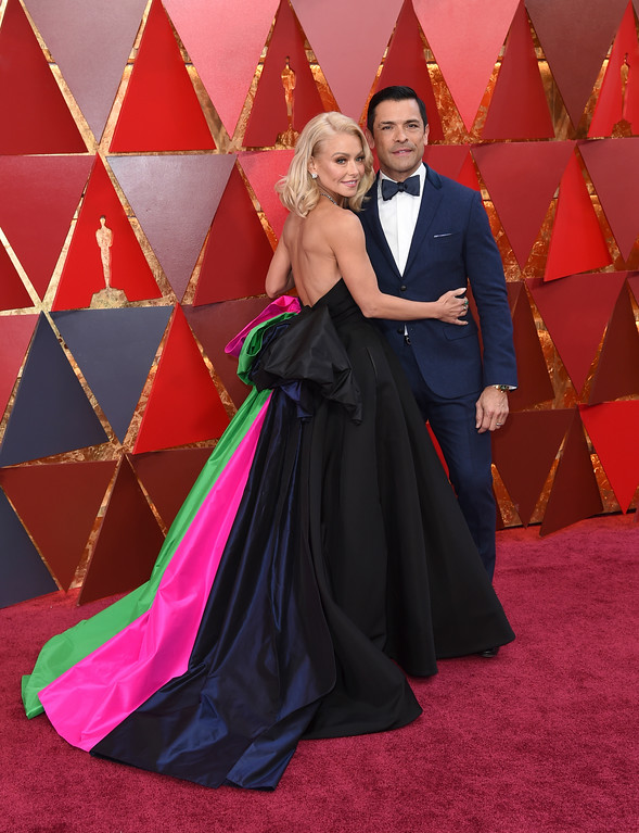 . Kelly Ripa, left, and Mark Consuelos arrive at the Oscars on Sunday, March 4, 2018, at the Dolby Theatre in Los Angeles. (Photo by Richard Shotwell/Invision/AP)