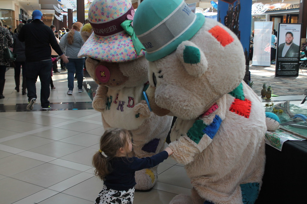 . Kristi Garabrandt � The News-Herald <br> Audrey Krepshaw, 2, of Perry does a fist bump with the bear mascots from Waldemere Park during the Kidshow at Great Lakes Mall on March 24.