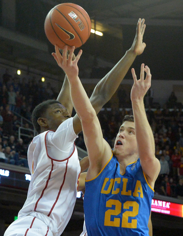 . UCLA�s TJ Leaf(22) drives to the basket against USC�s Chimezie Metu(4) during a basketball rivalry showdown in Los Angeles Wednesday, January 25, 2017. (Photo by Thomas R. Cordova, Daily News/SCNG)