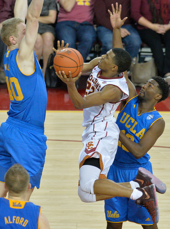 . USC�s De\'Anthony Melton(22) drives to the basket against UCLA�s Thomas Welsh(40) during a basketball rivalry showdown in Los Angeles Wednesday, January 25, 2017. (Photo by Thomas R. Cordova, Daily News/SCNG)