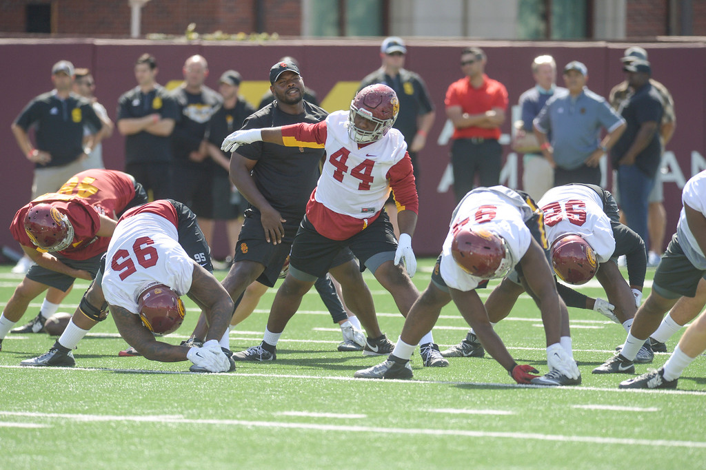 . USC warms up with stretches during spring practice at USC Thursday, April 13, 2017.  ( Photo by David Crane, Los Angeles Daily News/SCNG)
